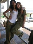 Write about Israel: Belle : Israeli female soldiers