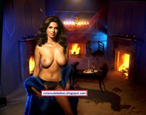 NEW SEXY HOT BABES: Priyanka Chopra Totally Naked Showing Her Super