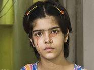 Menina indiana de 14 anos sangra pelos olhos