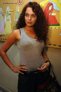 Slut Actress: Kangana Ranaut Wearing See Through Top Black Bra Visible