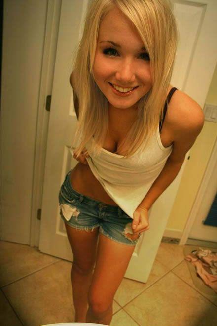 Very Cute Babe Webcam