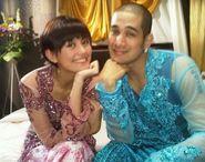 Blogs World: Bernostalgia : Okan Unggah Foto Pakai Kebaya Bareng Agnes