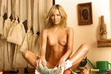 Kaley Cuoco Nude Gallery | Top Hottest Leaked Celebrity Photos