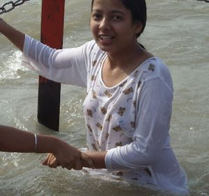 indian%2Bgirls%2Bbath%2Bin%2Briver%252C%2Bganga%2Bbath jpg