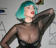 FOTOS: Lady GaGa sorprende al presentarse casi desnuda en un evento en