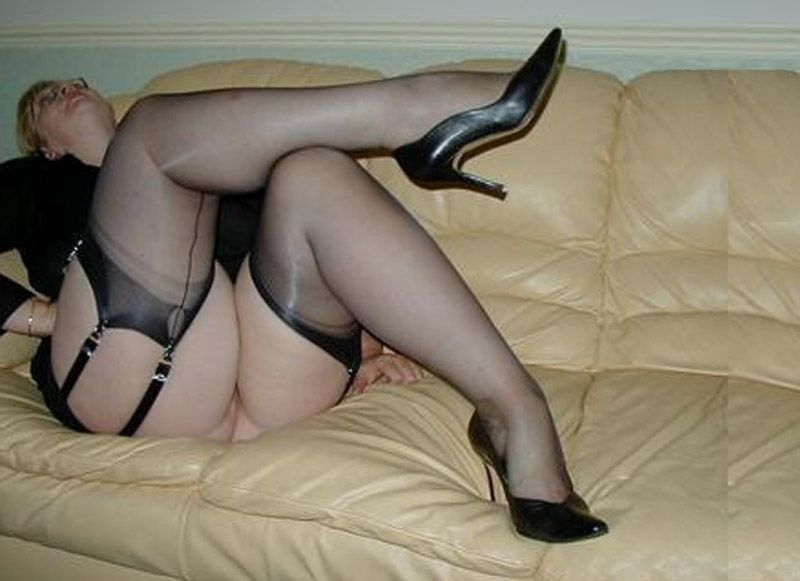 Amateurs Chubby Babe In Black Stockings And Black Panties