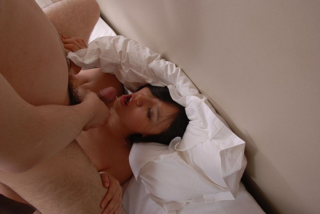 Scandal Sex Of Hot Model Chinese Bing Bing Was Received So Much Sperm On The Face And Mouth