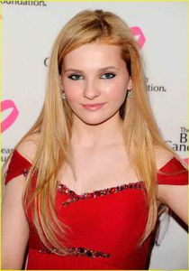 Abigail Breslin makes it a red night as she arrives at the 2011 Breast