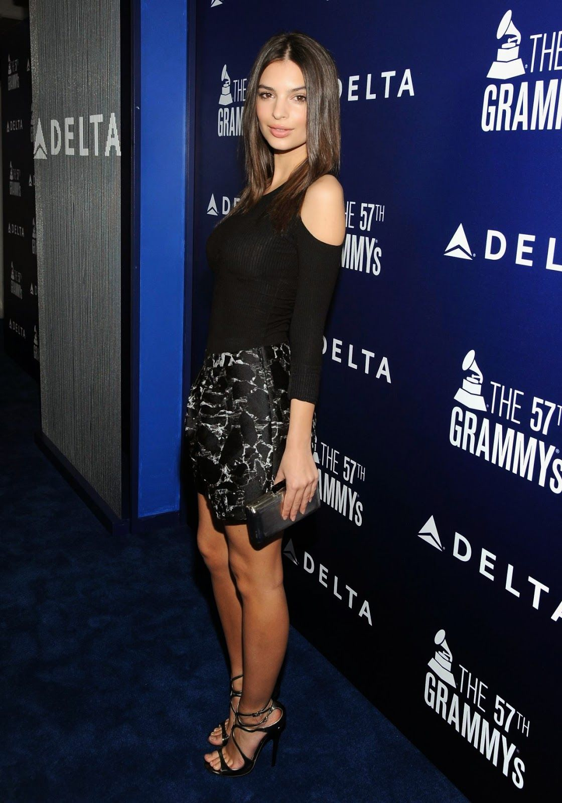 Emily Ratajkowski At Delta Air Lines Grammy Kick