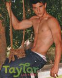 TAYLOR LAUTNER OUT OF THE CLOSET IN