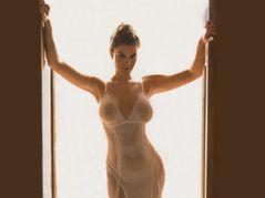 kim kardashian sara tommasi  Danielle Campbell Nude � Photo, Picture