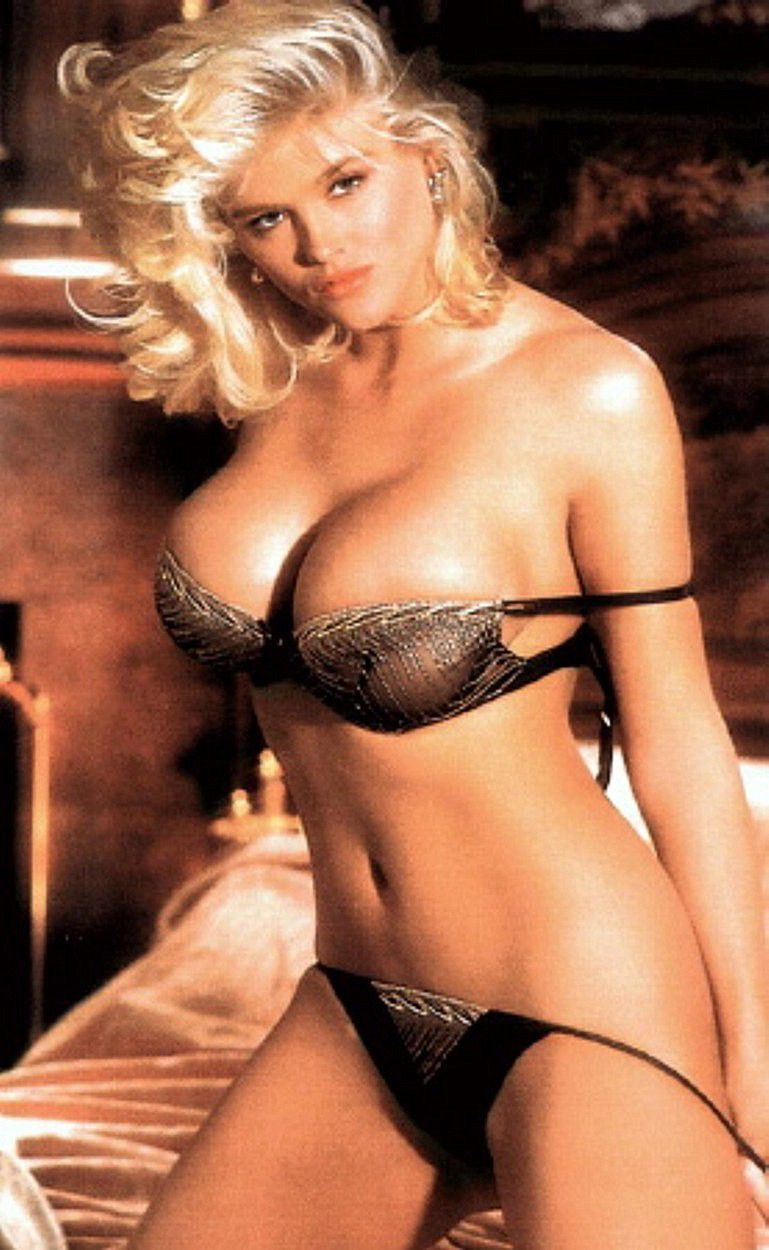 Anna Nicole Smith Skyscraper Softcore 2