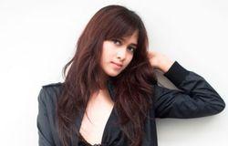 Foto Artis Cantik Indonesia ABG  Gambar Nina Zatulini Arti Sahabat