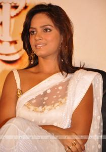 South Indian hot pics: Neetu Chandra topless
