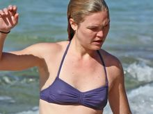 Julia Stiles Sexy Bikini Maui 2 There's a lot more hardcore episodes