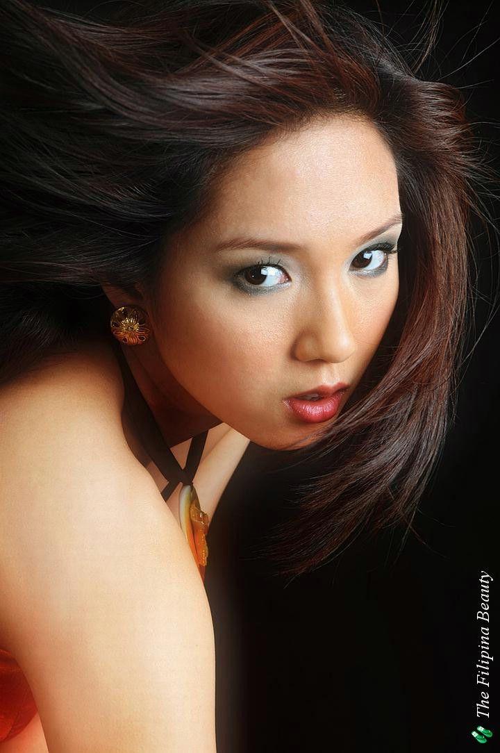 Roxanne Barcelo