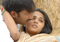 Anushka hot lip lock kissing images, Anushka hot, Anushka sex, Anushka