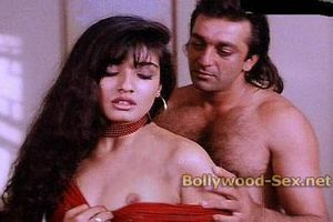 Bollywood: Raveena Tandon's Hot Nipple slip! Don'no Whether its fake
