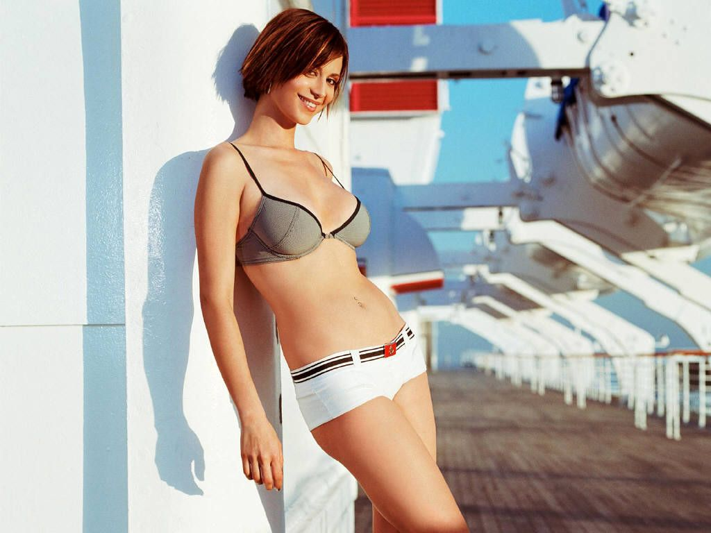 Catherine Bell Hot Photos Posted By Movie 0 Comments