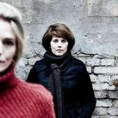 Lærke Winther Og Laura Bach (lyst Hår) Har To Af Hovedrollerne I TV2