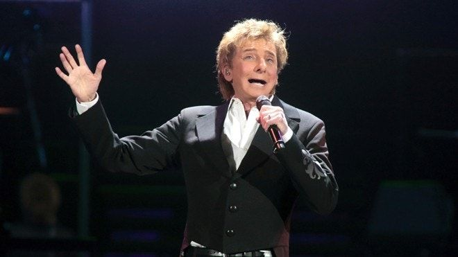 Barry Manilow joins concert to help human rights groups