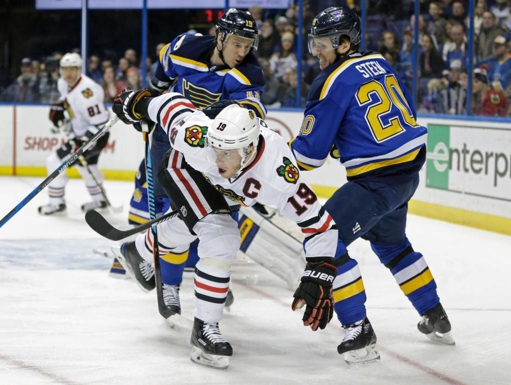 Hinostraza scores tiebreaker, Blackhawks beat Blues 6-4