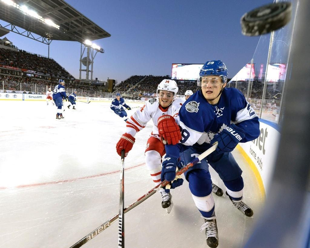 Matthews, Maple Leafs top Red Wings in Centennial Classic