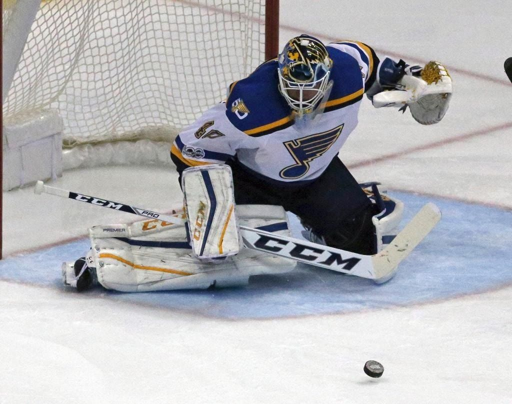 Berglund's 2nd goal of game lifts Blues past Ducks in OT
