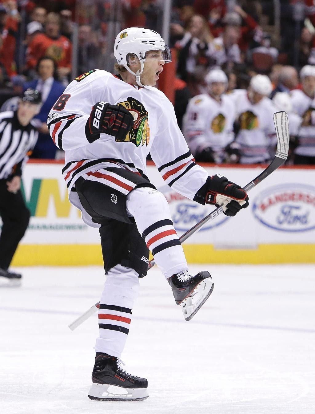 Kane, Blackhawks beat Coyotes 4-3 to snap 3-game skid