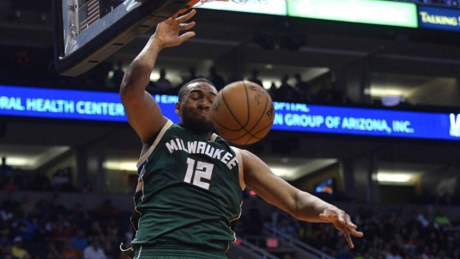Bucks-Suns Twi-lights: Milwaukee builds off Friday's strong second half