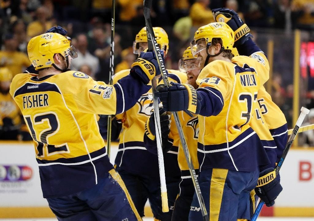 Ellis scores twice to lead Predators past Coyotes 3-1