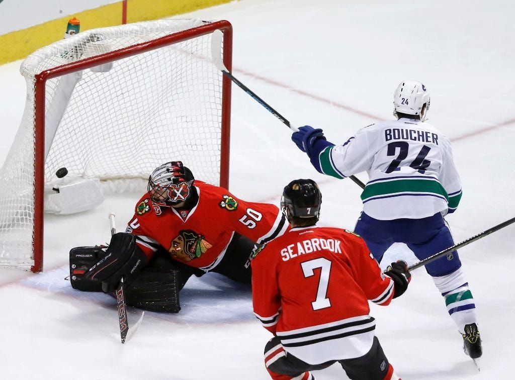 Daniel Sedin scores in OT to lift Canucks over Blackhawks