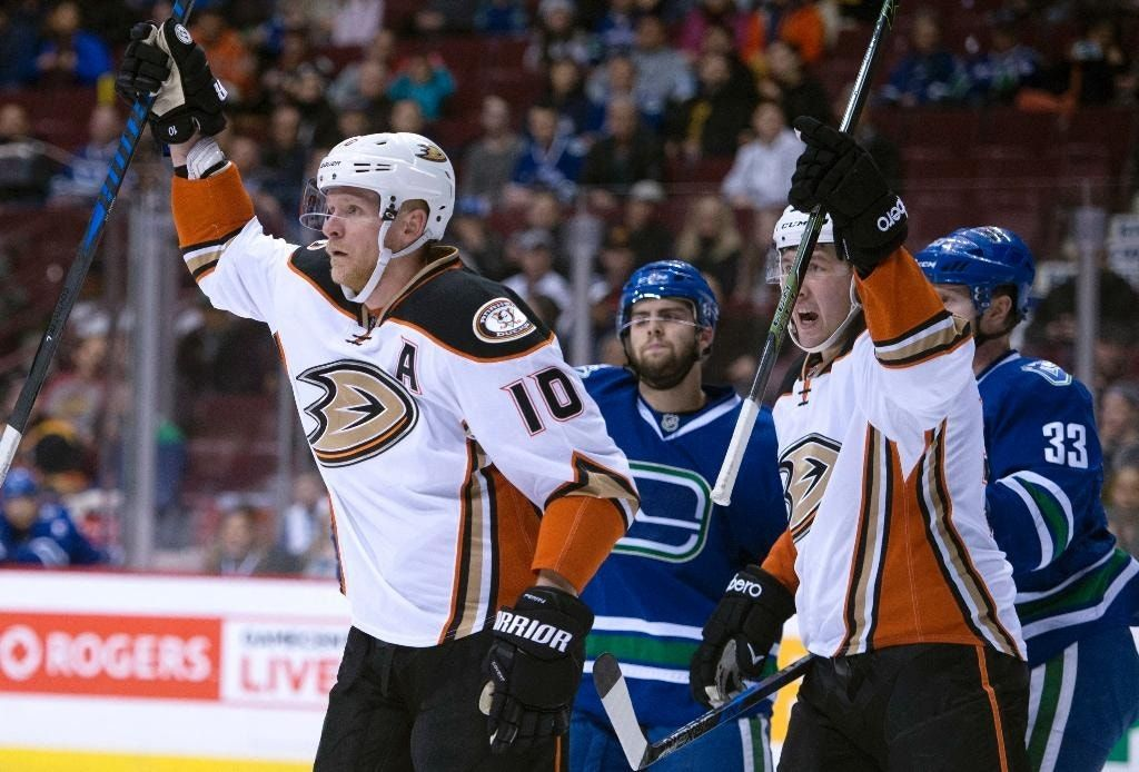 Perry, Eaves score early as Ducks down Canucks 4-1