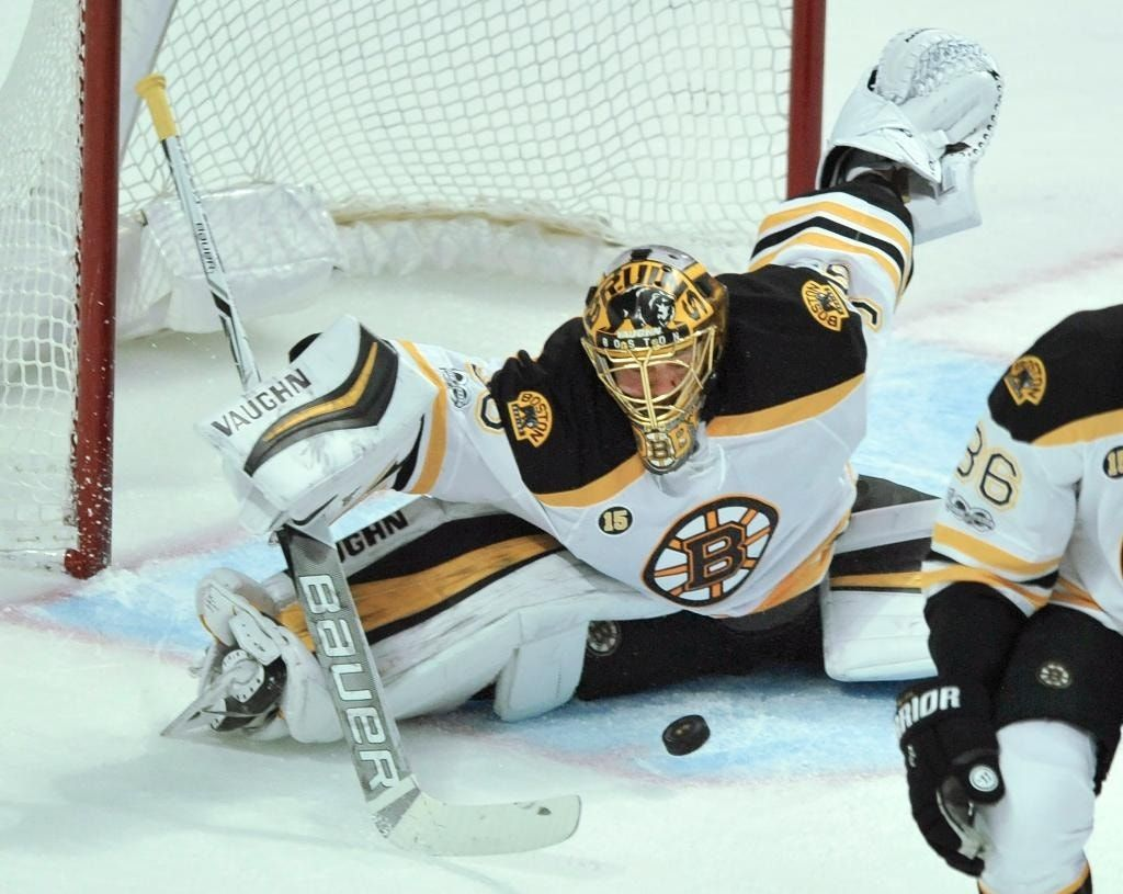 Bruins beat Blackhawks 3-2 for 5th straight win