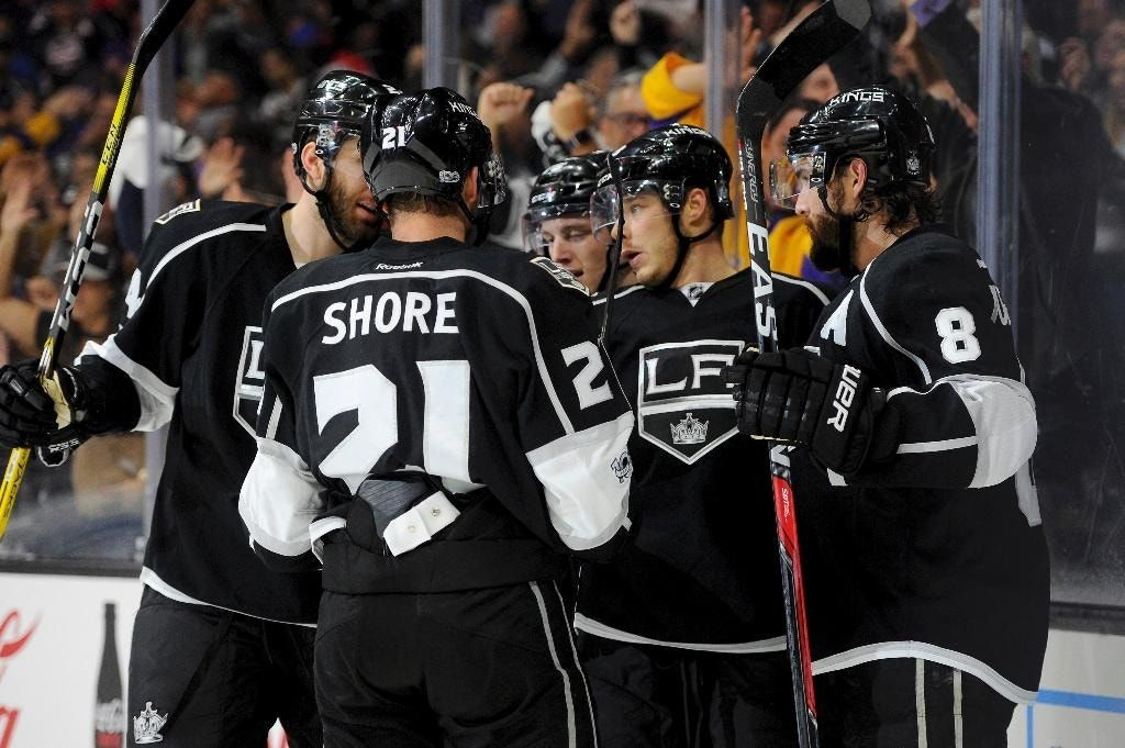 Kings' offense erupts in 6-4 win to end Oilers' streak