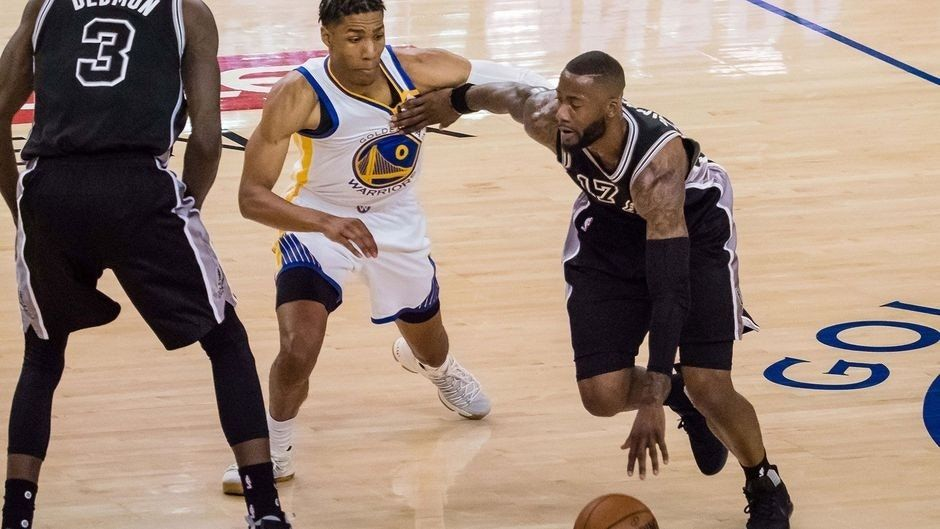 Only one Spurs player shows up in Game 2 beatdown by Warriors