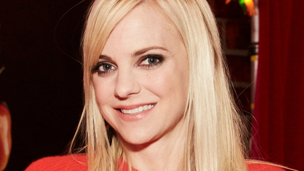 Anna Faris' dog found emaciated on the streets?