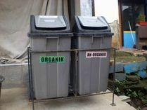 Tempat sampah terpisah : organik dan nonorganik
