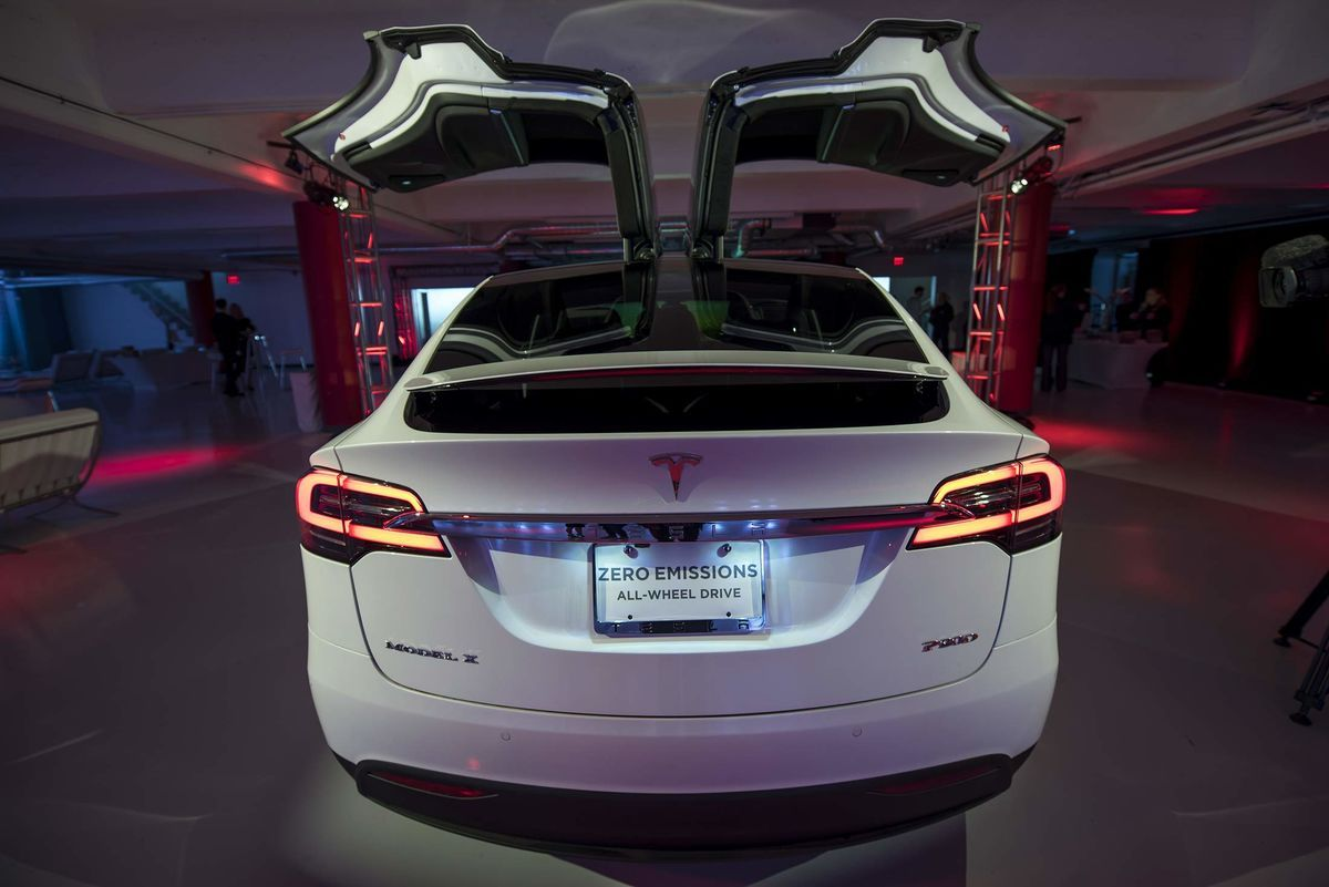 Tesla's Model X Is Missing the American SUV Craze - Bloomberg