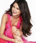 cum arata Selena Gomez fara pic de machiaj sau interventia stilistilor