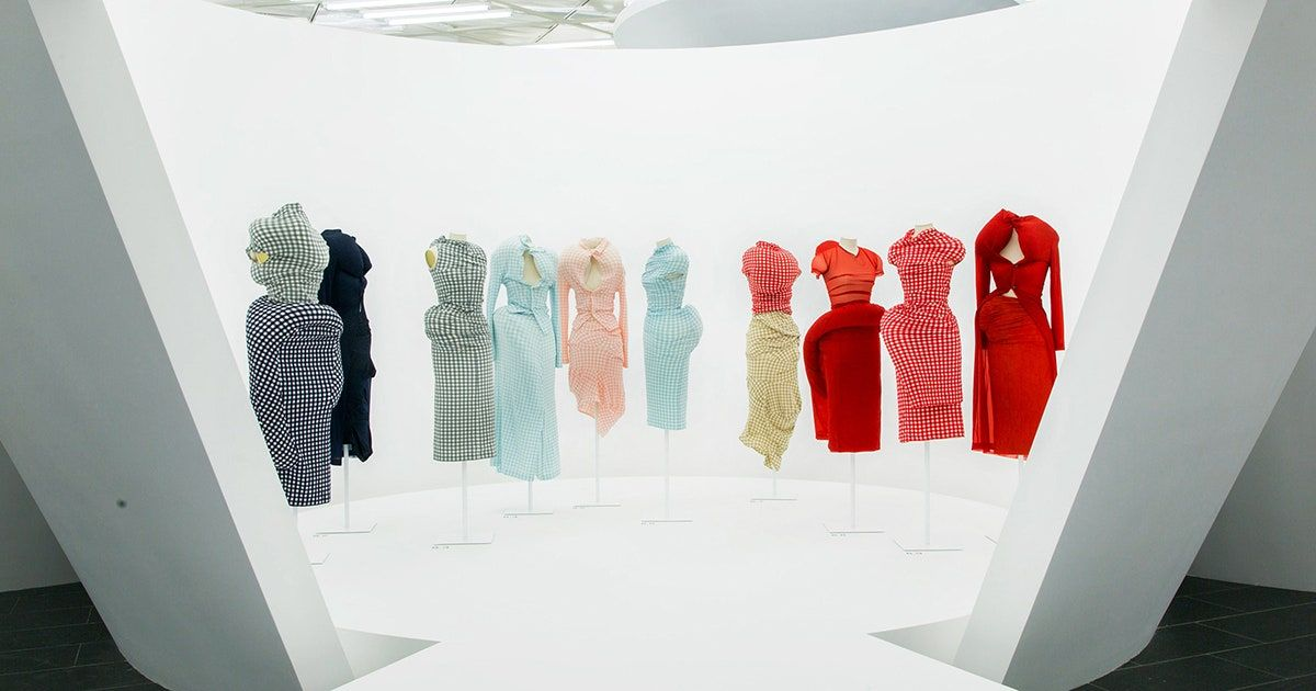 """Rei Kawakubo/Comme des Garçons: Art of the In-Between"" Exhibit Photos: Metropolitan Museum of Art - Vogue.com"