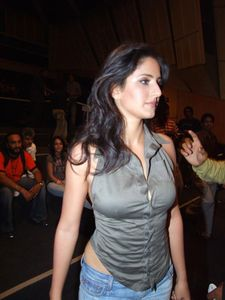Katrina Kaif unseen Pics : Tight Boobs and nipple pookies
