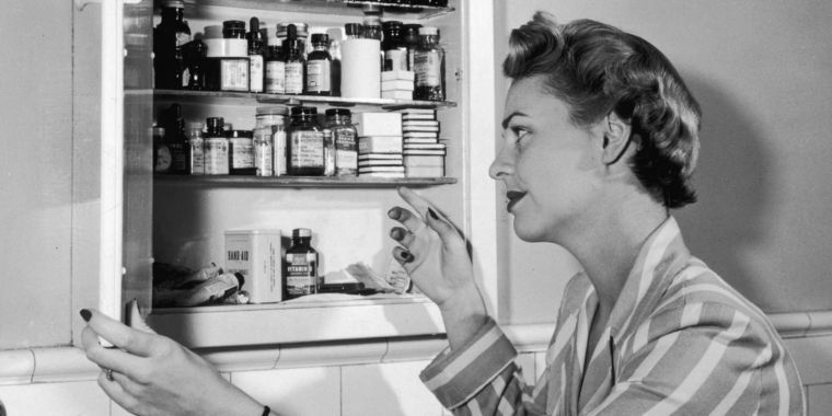Drugs already in medicine cabinets may fight dementia, early data suggests