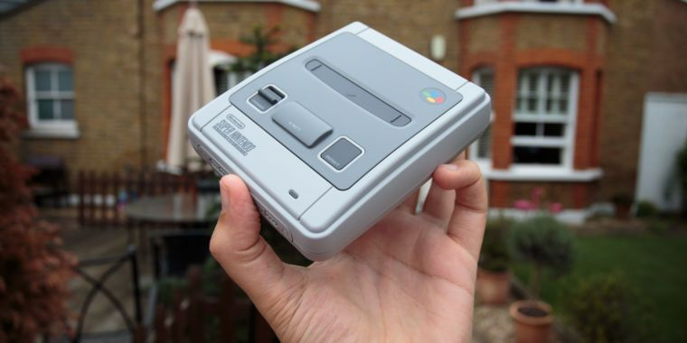 SNES Classic Mini: Quick preview by someone who has never barrel rolled