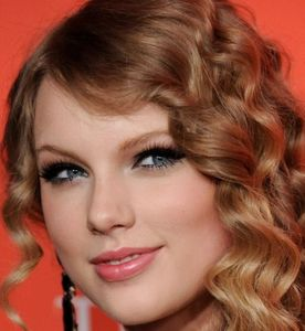 Taylor-swift-wearing-fake-eyelashes jpg