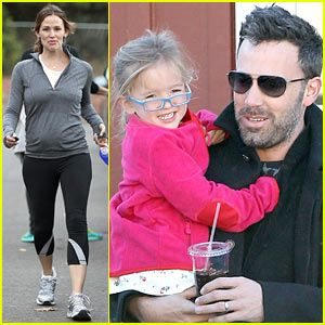 Jennifer Garner Out For Breakfast In Brentwood