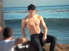 Vidéo : Darren Criss : la star de glee torse nu !
