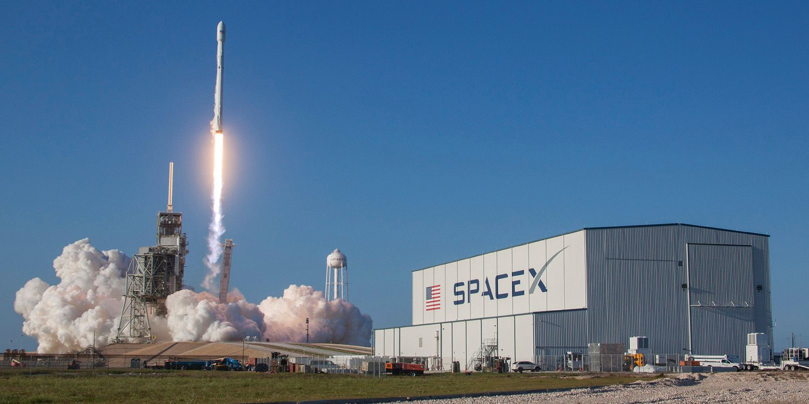 SpaceX outlines plans to deliver broadband via satellite by 2019
