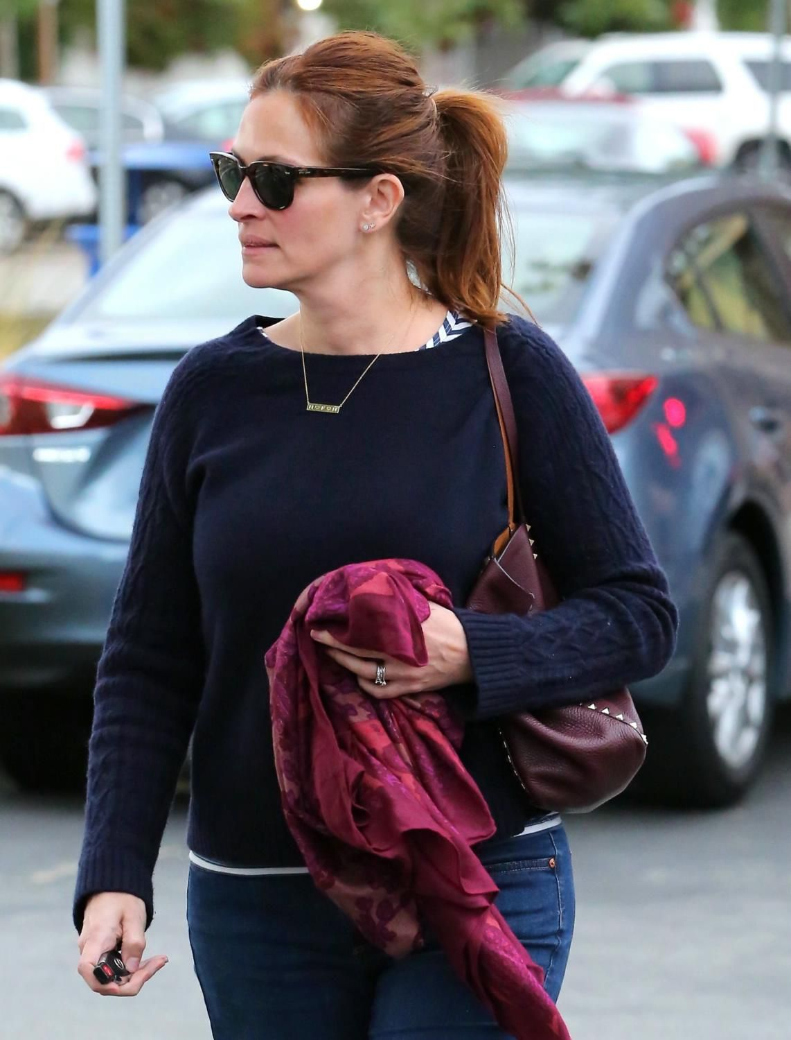 Julia Roberts Shops In Malibu