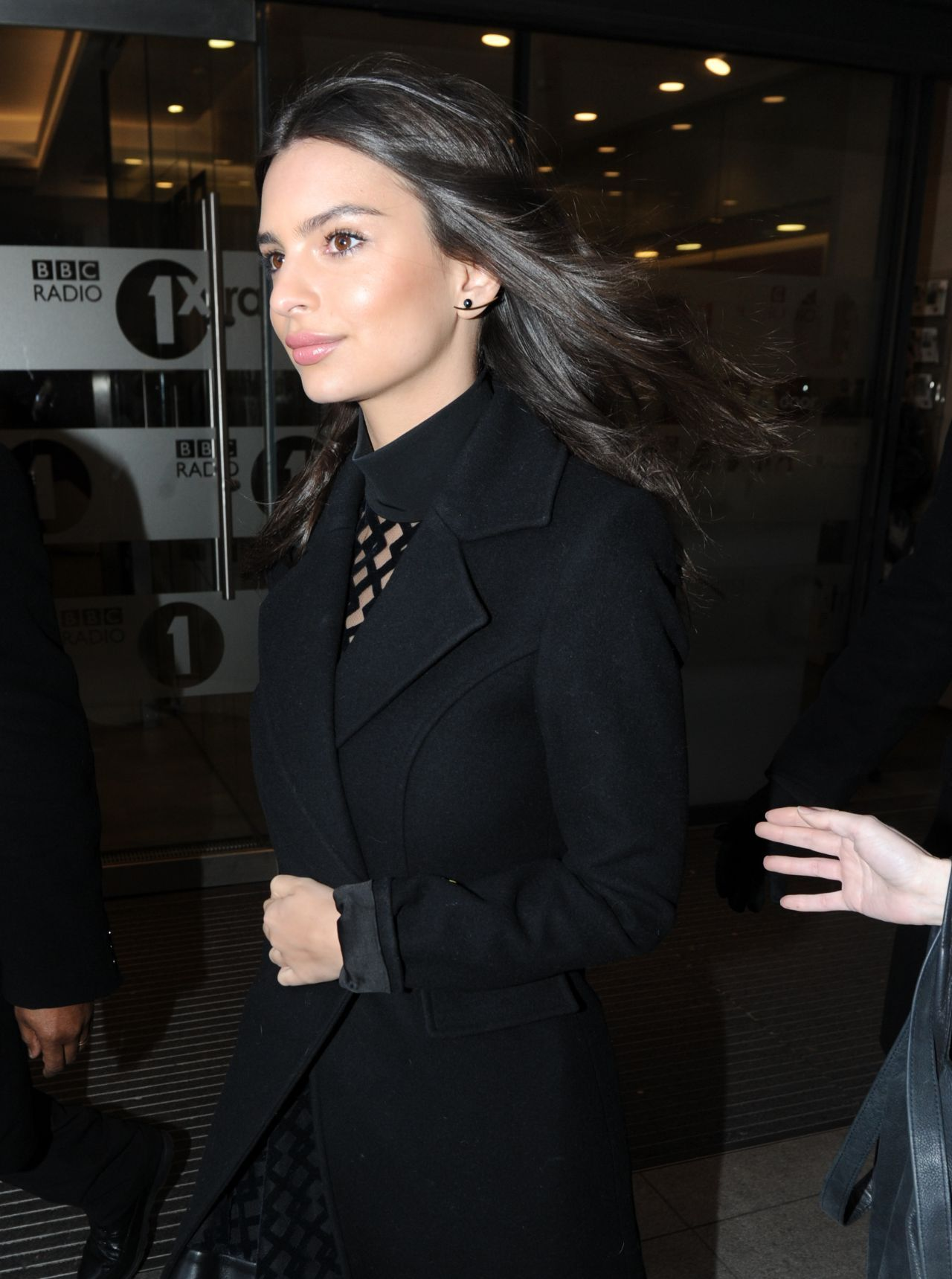 Emily Ratajkowski Street Style U2013 At Bbc Radio 1 Studios In London